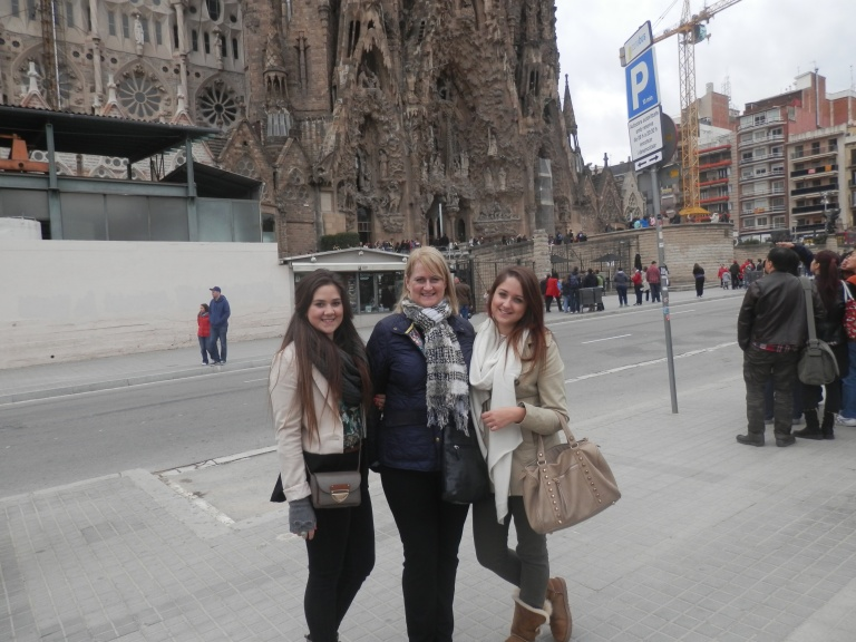 Naik gals outside the Sagrada Familia